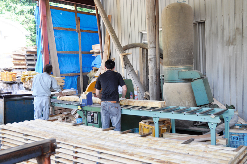 【木材加工作業員の管理】管理監督者として4工場の管理業務全般、商品開発、営業をお願いします!◆住居探しのサポートします!◆将来の役員候補者の採用です!