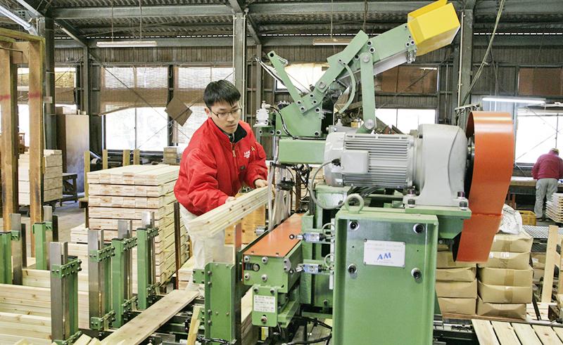 【木材加工作業員】未経験者歓迎◆木材の製材、木製品の加工、組立業務◆高知の木材を使った木製品を全国・世界にはばたかせて活かしませんか!
