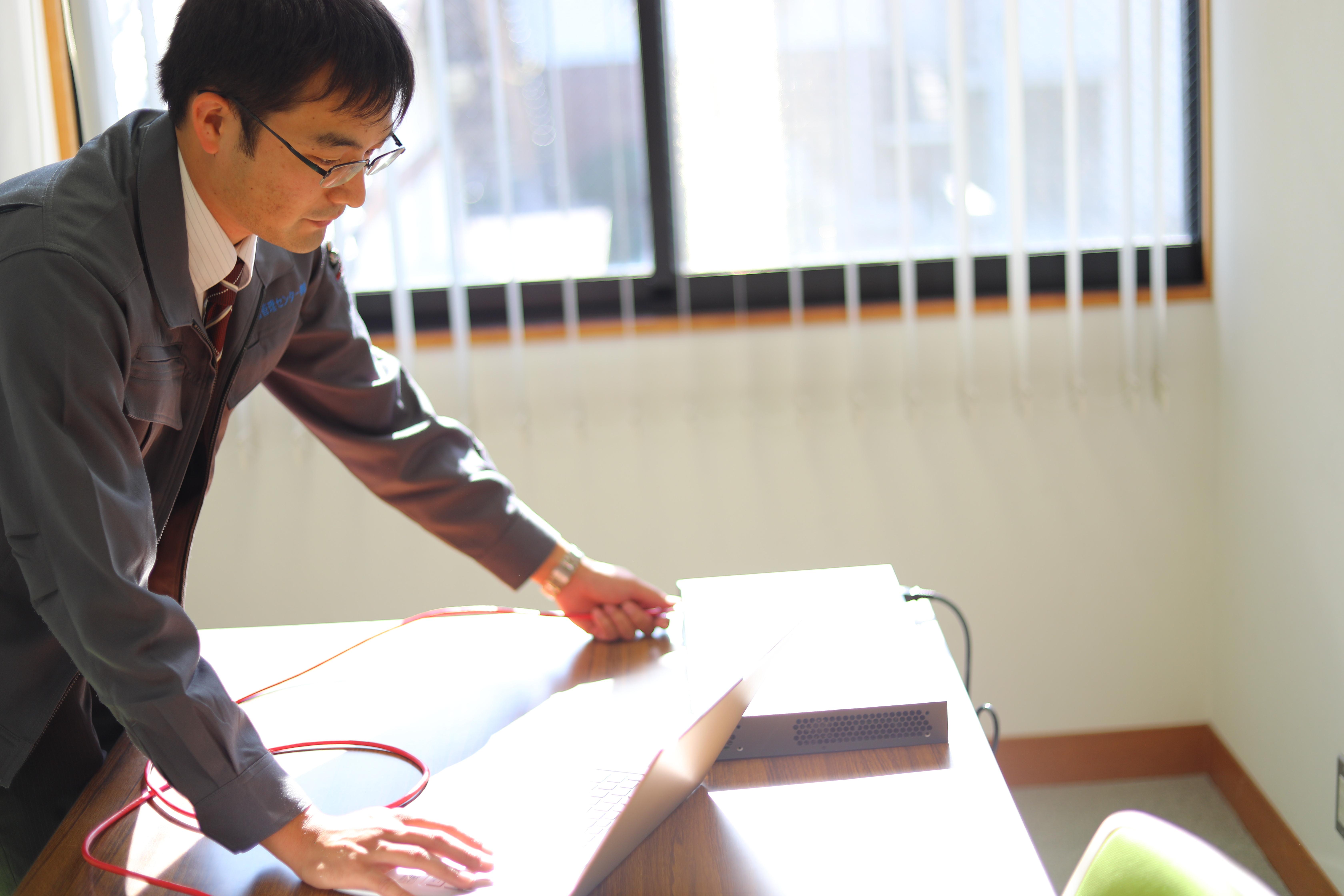【ネットワークエンジニア】未経験者応募可◆年齢制限:29歳以下◆ネットワーク構築・データセンター業務など◆仲間と力を合わせ、情熱をもって仕事に取り組む人材を求めています!
