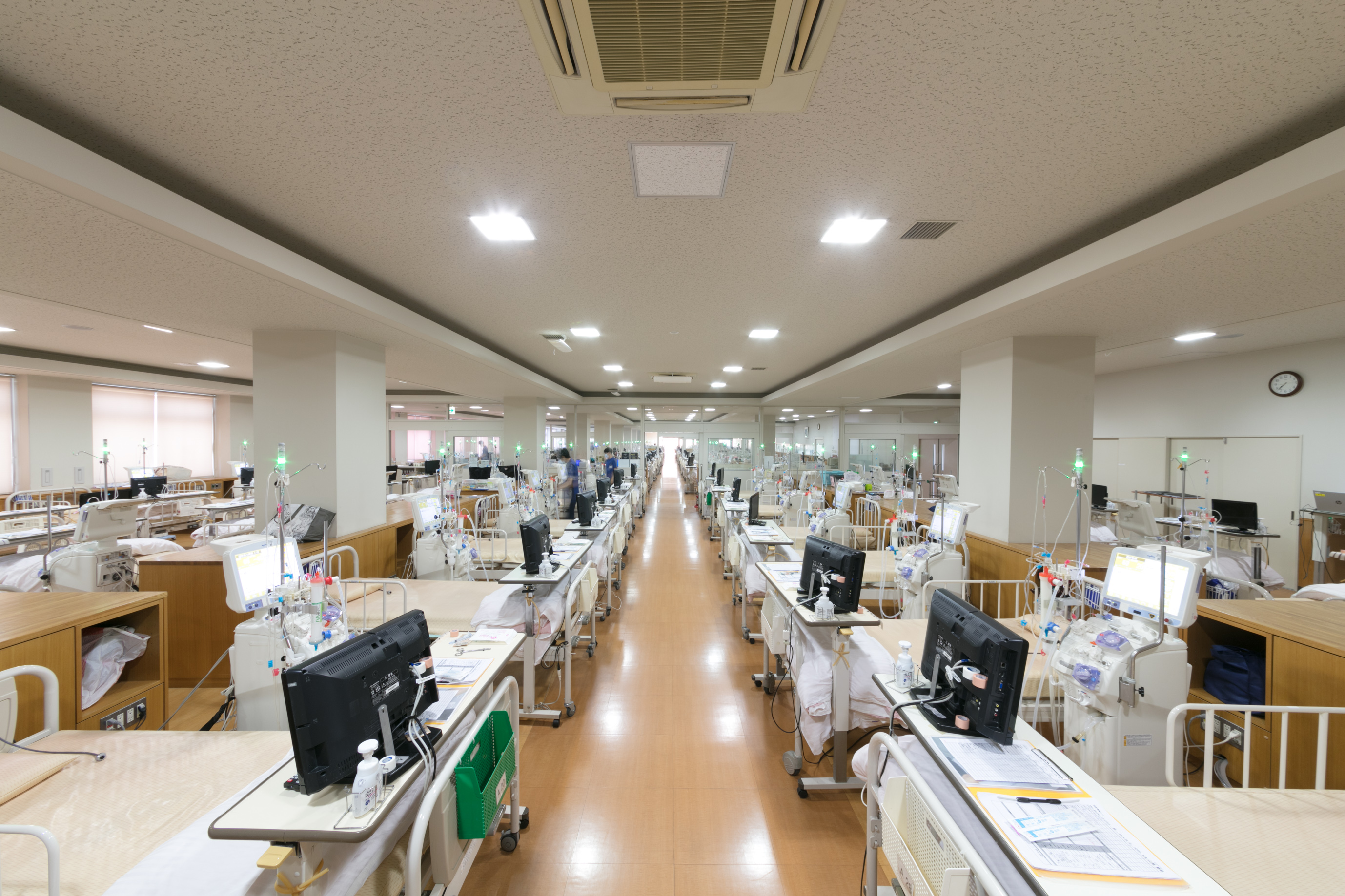 【正看護師(透析室)】子育て中の方などは勤務時間帯相談可◆人工透析治療に関わる医療技術をはじめ、泌尿器科専門の「腎の総合病院」